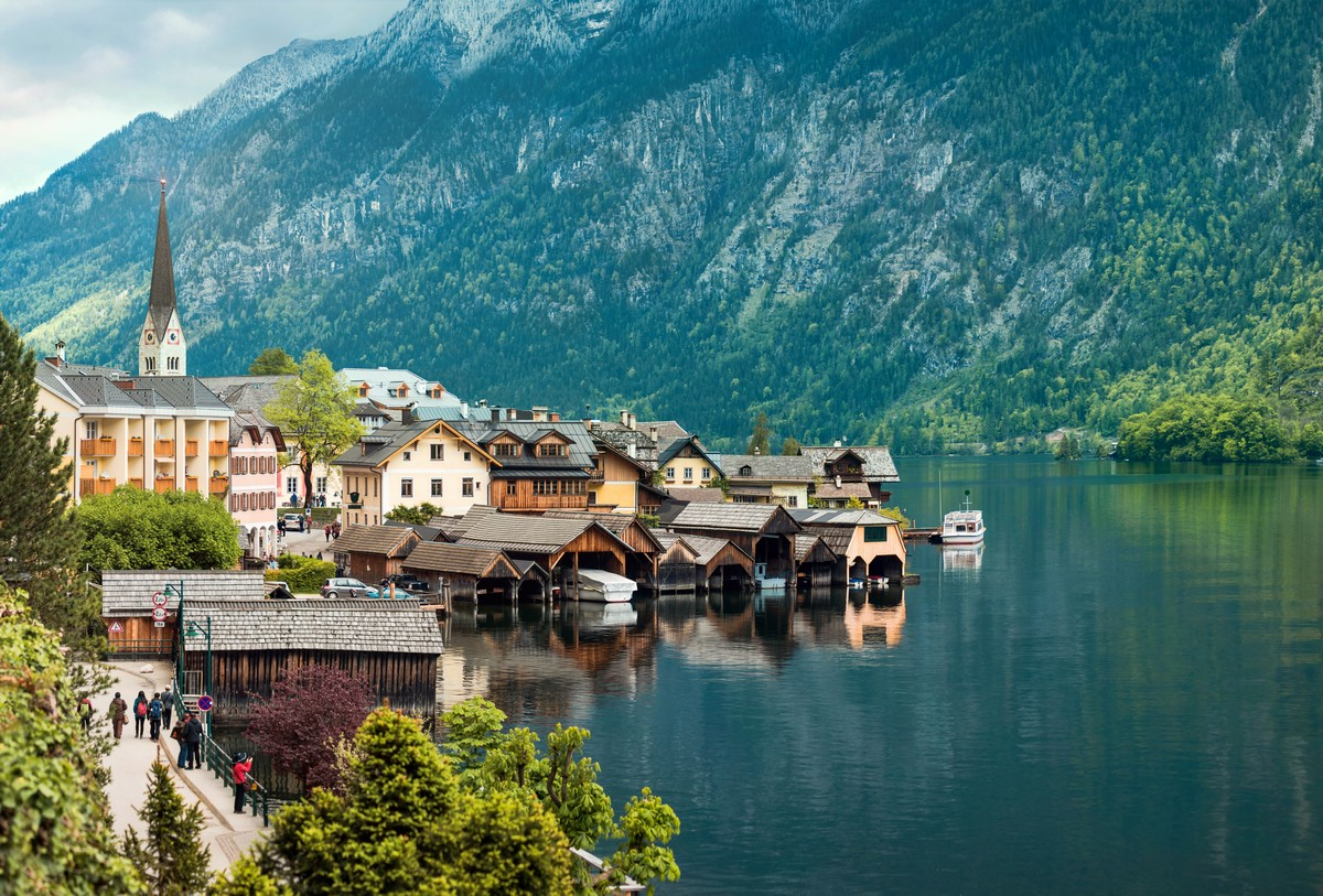 Beautiful mountain landscape of Hallstatt village. UNESCO heritage site. Gosausee, Tirol, Austria