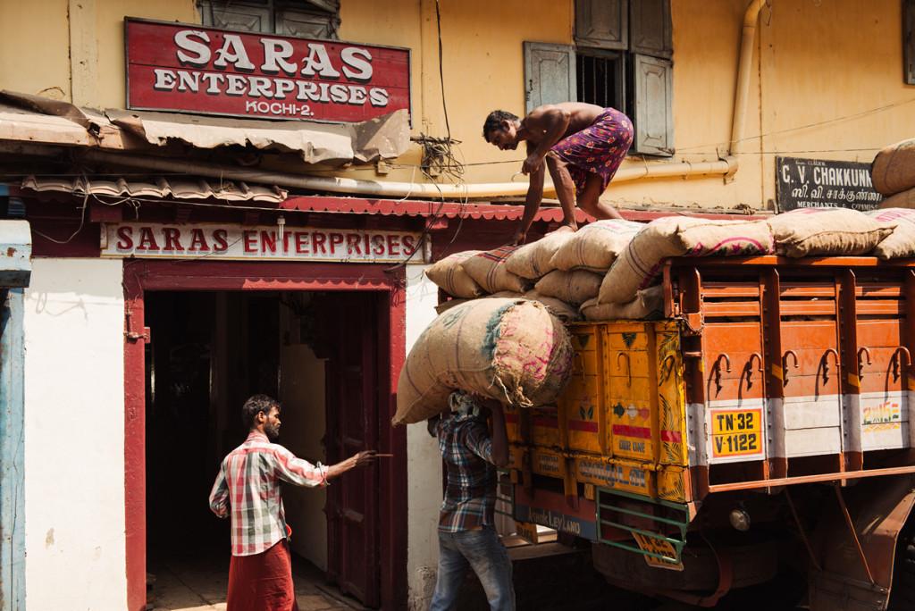 На вулиці Bazar road