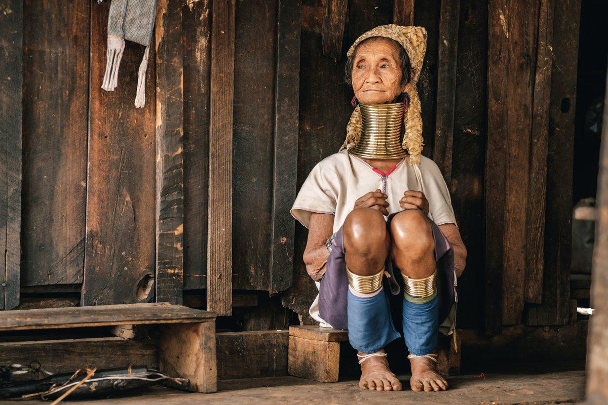 жінка падаунг